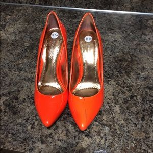 bcbgeneration orange heel shoes